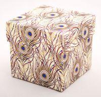 """Подарочная коробка """"Peacock Feathers"""" (7,5х7,5х7,5 см; розовые элементы)"""