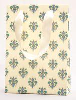 """Пакет бумажный подарочный """"Lilies"""" (23,5х17х7 см; синие элементы)"""