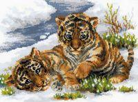 """Вышивка крестом """"Тигрята в снегу"""""""